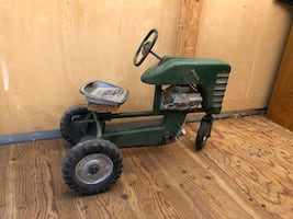 Antique metal farm tractor / HARD TO FIND!!