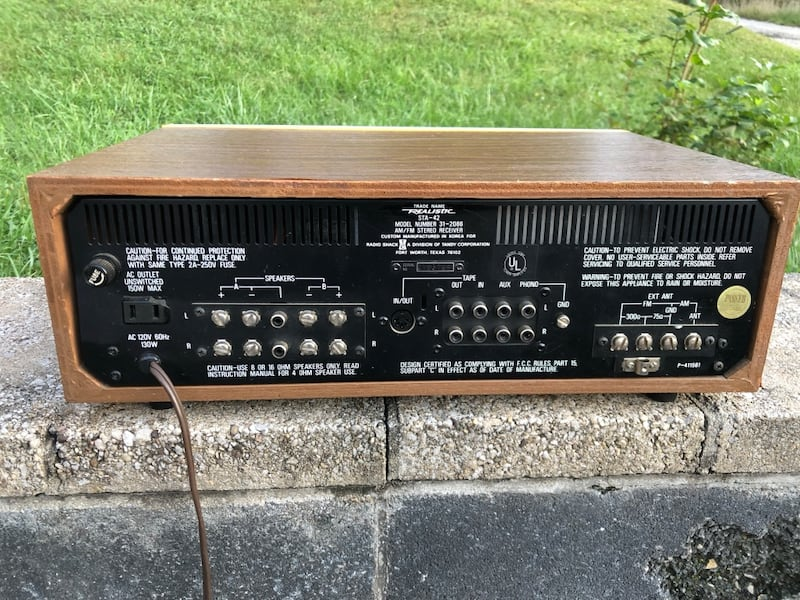 Vintage Realistic stereo receiver and speakers! a9657e16-7651-42fd-9ecf-4ba8c5c9d6f9