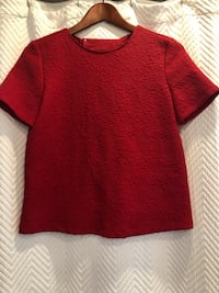 Never worn! Red Zara top size xs Aurora, L4G 6R6