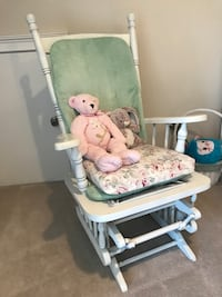Shabby chic rocking chair (sold without stuffed animals) Suwanee, 30024