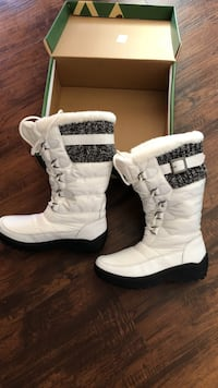 black-and-white fur-lined snow boots with box Edmonton, T6K 3C9