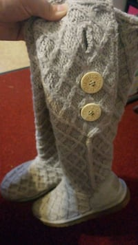 Size 7 Ugg button boots Catonsville, 21228