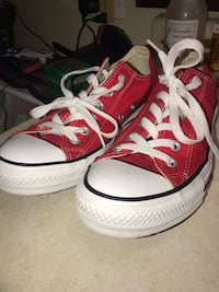 Red low top converse Zion, 60099