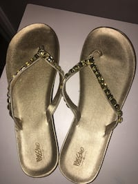 Size 9 gold mossimo sandals