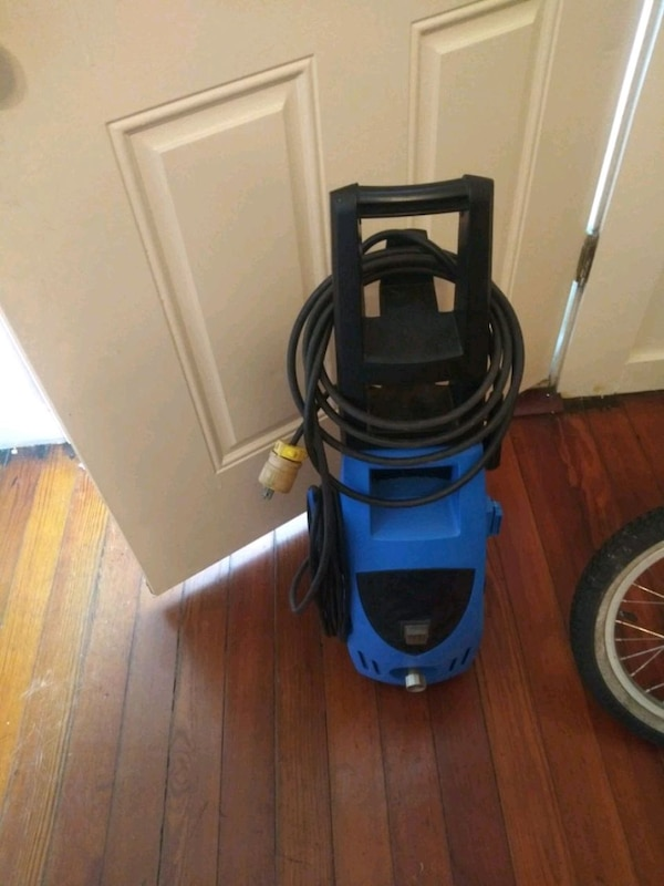 Pressure washer needs hose but works great $25 or best offer