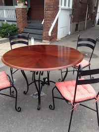 Round brown wooden table with four chairs 541 km