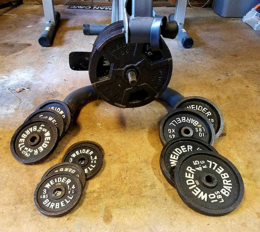 Weight bench and weights in concord letgo Weight bench and weights
