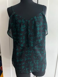 Guess blank and green ruffle tank Size S $15 New Westminster, V3L 0J1