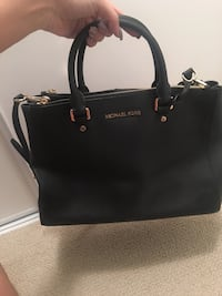 Michael Kors Leather Purse Coquitlam, V3J 0B8