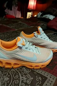 Women 7.5 Orange and white nike shoes Knoxville