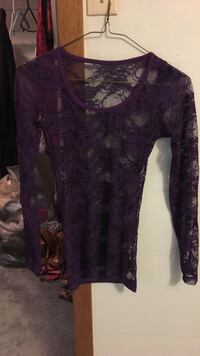 purple lace crew-neck long-sleeved shirt