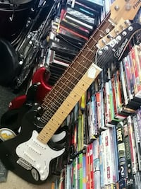 Silvertone electric guitar plays great Yorkville, 60560