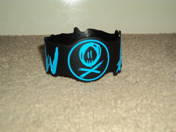Hot Topic ALL TIME LOW Rubber Bracelet
