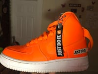 unpaired orange and white Nike Air Force 1 Springfield, 01109