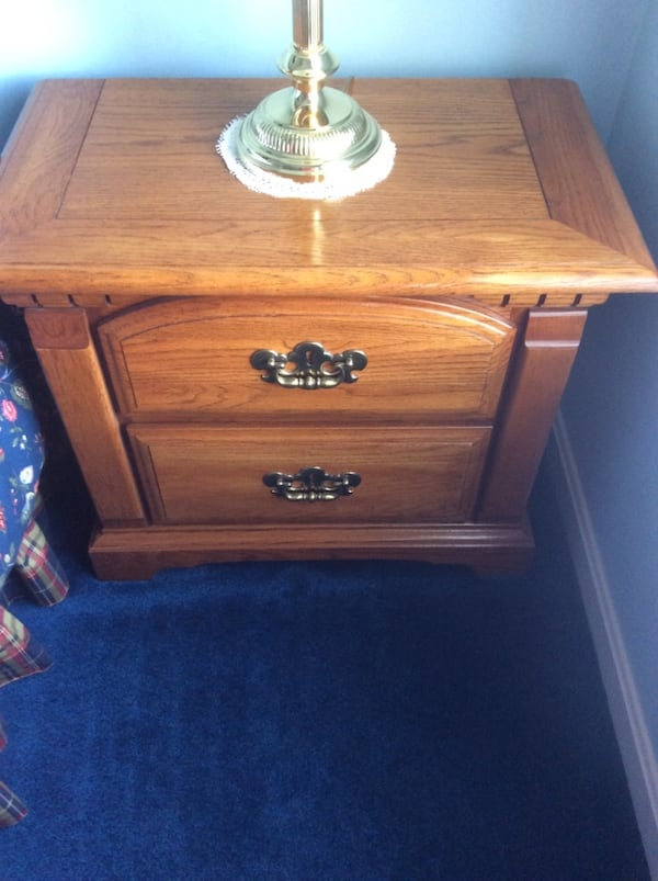 Bassett dresser with mirror. Excellent condition. Night stands available for additional cost. Hereford Zone. Must pick up ac8bdd93-8c89-478d-b48e-eec834745ec0