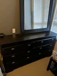 Dresser mirror and nightstand set Langley, V3A 4B4
