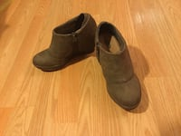 Pair of brown suede booties size 6 Columbia, 21044