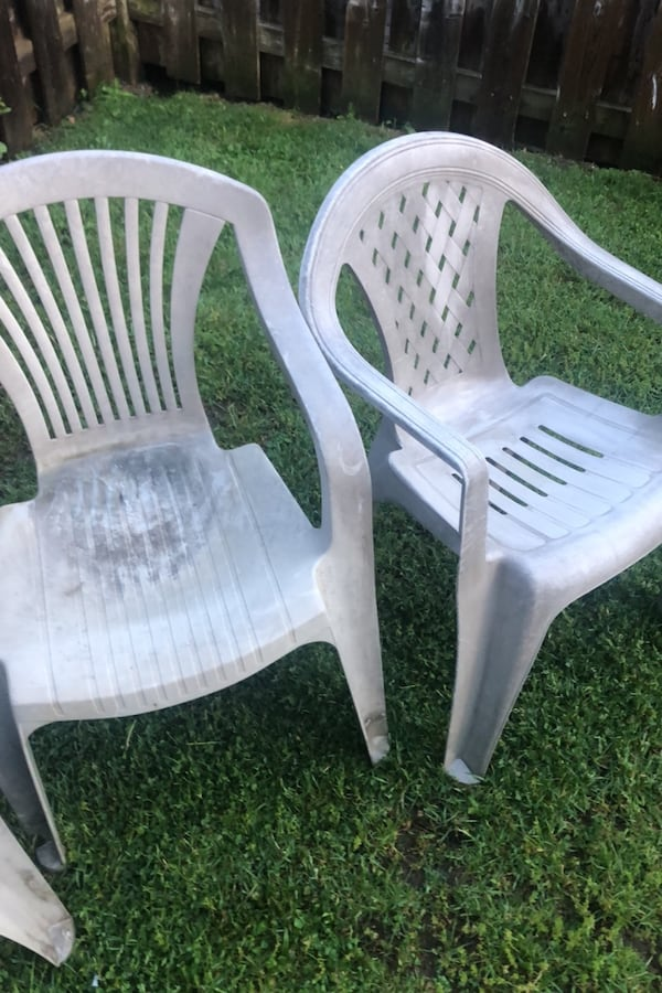 Outdoor chairs 50c3b926-4d71-46b7-b978-9f615845f394