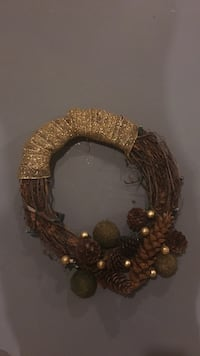 Gold Wreath with lights Spruce Grove, T7X