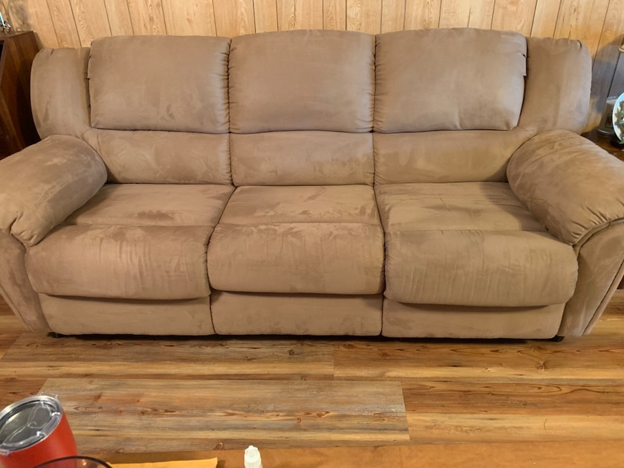 Photo Queen Size Sofa/Sleeper & PRICE IS FIRM