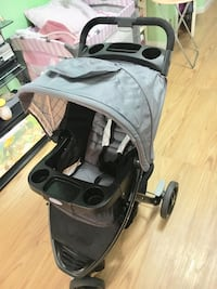 Moving sale! Need gone! Negotiable! Graco click connect stroller New York, 10025