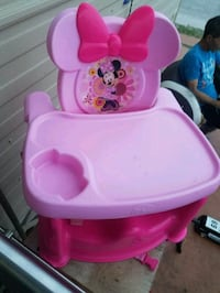 baby's pink and white Minnie Mouse high chair Miami, 33135