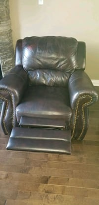 black leather recliner sofa chair Repentigny, J5Y 2R5
