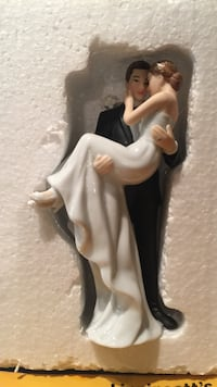 Groom holding bride cake topper Figurine - New in original box (Amazon Price 39.95) Oakton, 22124