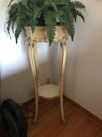 Beautiful vintage plant stand New Haven, 06512