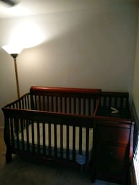 Baby Crib with Changer Centreville