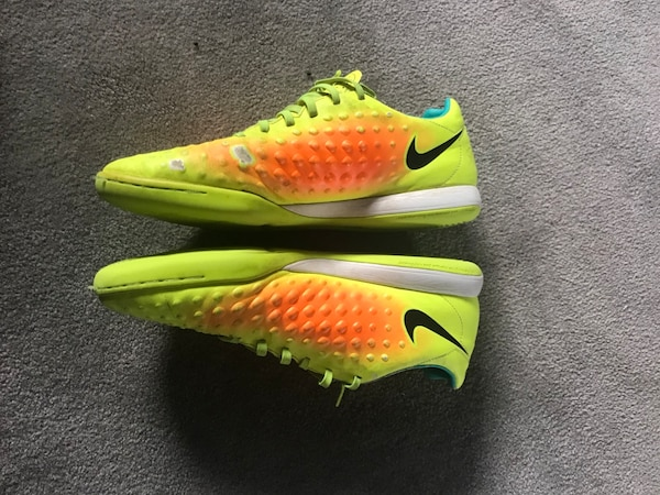 Nike Magista Indoor cleats