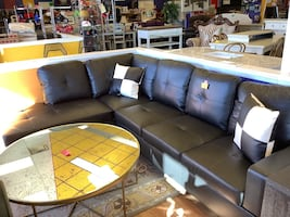New Black Leather Sectional w/ Throw Pillows