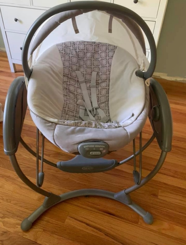 Graco Bassinet and Swing daa2f5c4-5423-4f3b-95a0-6bd5fc65805f