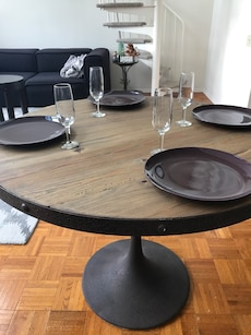 Beautiful Wood Dinning Table (style of Knoll Sarineen)
