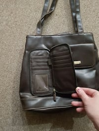 Purse with multiple compartments  Smiths Falls, K7A 5B8