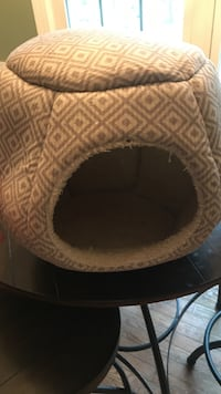 brown and black pet bed New Bern, 28562