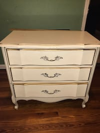 White wooden 3-drawer chest Paterson, 07501