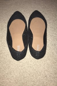 Black Lace Pointed Flats