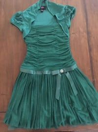 Girls size 10 green dress worn once like new. Paid 60