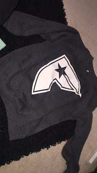 Dark grey famous crew neck  Surrey, V4N