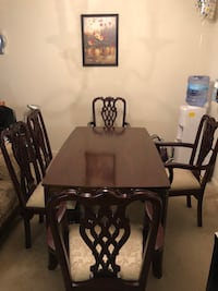 Broyhill Cherry Dining Room Table and five Chairs. Excellent. Herndon, 20171
