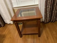 Glass end table  Chantilly, 20152