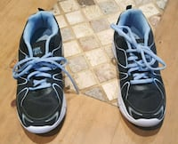 Size 7 running shoes Fort Erie, L0S 1B0