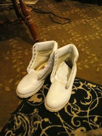 pair of white leather boots Parkersburg, 26101