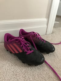 pair of black-and-pink Nike running shoes Oakville, L6M 0W1