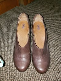 Like new Indigo by Clarks Heels size 10M. Falling Waters, 25419