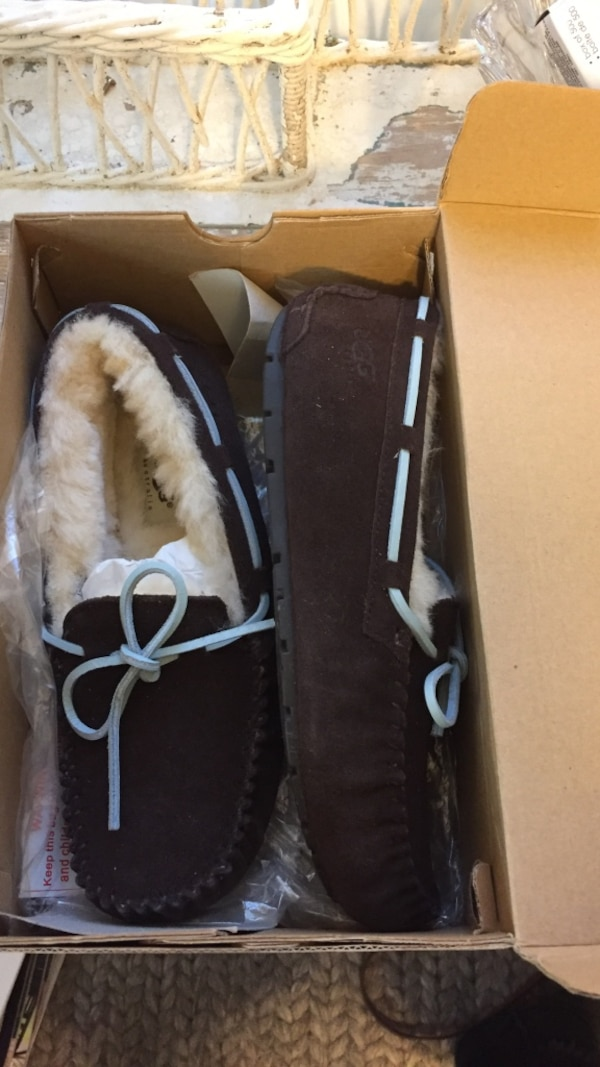Ugg Dakota moccasin size 7