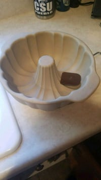 Pampered chef fluted pan.  1457 mi