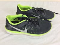 Pair of black-and-green nike running shoes Size 7Y Severn, 21144