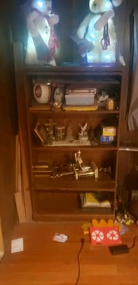 Curio cabinet. 2 doors need fixed. But solid